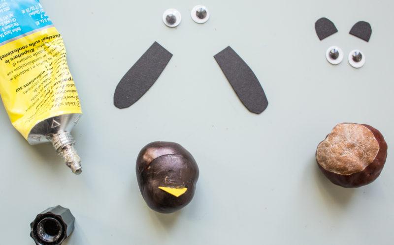 Kastanientiere basteln – Schnabel, Flügel und Augen befestigen