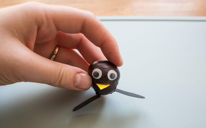 Kastanientiere basteln – Pinguin